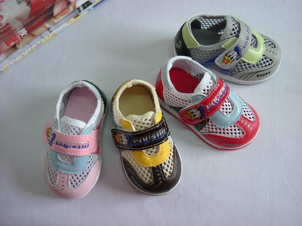 学步凉运动鞋