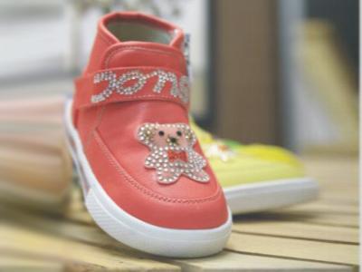 童天时尚童鞋,05新款上市