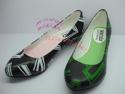 比士尼时尚女鞋,01新款上市