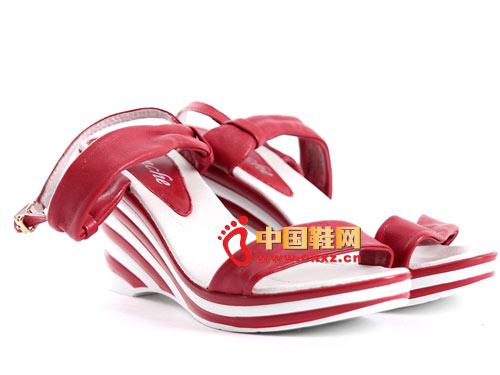 2012时尚新款舒适真皮坡跟凉鞋 特价119元 c061019款红/黑/紫色