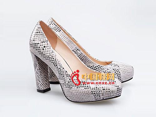 梦芭莎时尚蛇纹牛皮内增高百搭粗跟女鞋 121012120