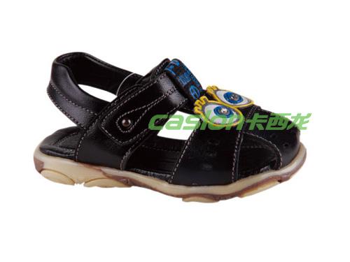 卡西龙2013春夏新款黑色防滑系扣包脚儿童凉鞋MW313X1117-01