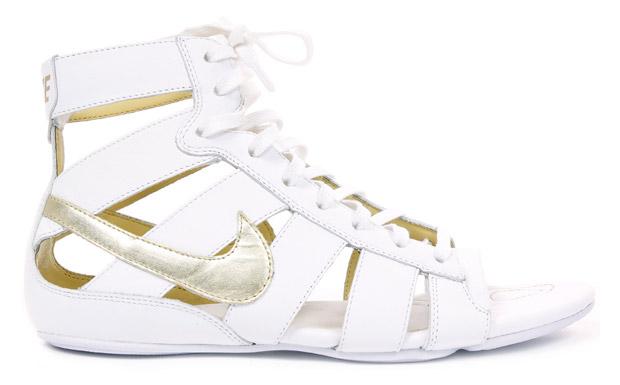 nike鞋: nike罗马凉鞋在鞋迷期盼声中登场