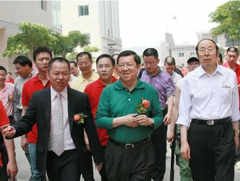 金迈/左:福建金迈王鞋服制品有限公司董事长张文彬