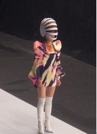 日本穿白靴子的美女