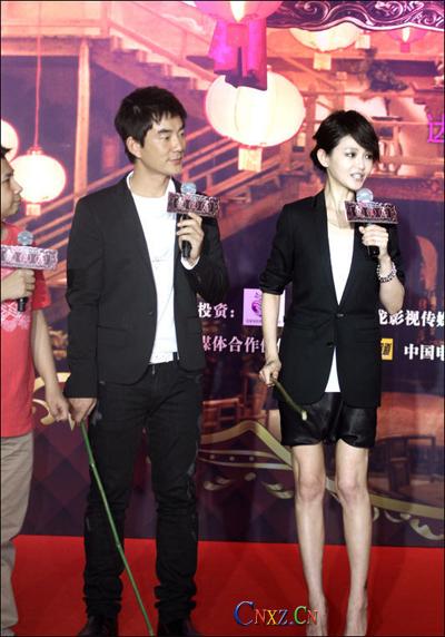 大s穿黑色西装红鞋出席发布会 潘长江称大陆没