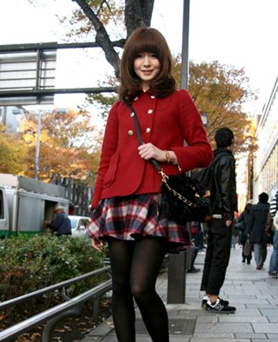 现在就让小编带大家去看看这些可爱的日本女孩的街头装扮吧!