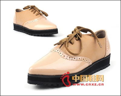 尖头时尚系带单鞋,厚底是今年最流行的款式哦,非常的舒适-入秋单