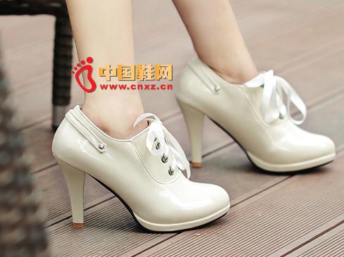 今年流行女鞋款式:圆头高跟鞋