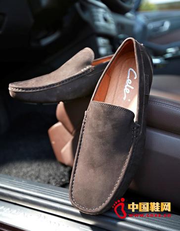 安全 驾驶/据了解,穿高跟皮鞋、凉鞋或者拖鞋开车,控制刹车时没有着力点...
