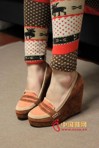 甜蜜在升级 复古风甜美单鞋 -今年流行什么鞋
