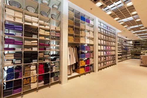 店铺装修风格以自然及优雅为主.