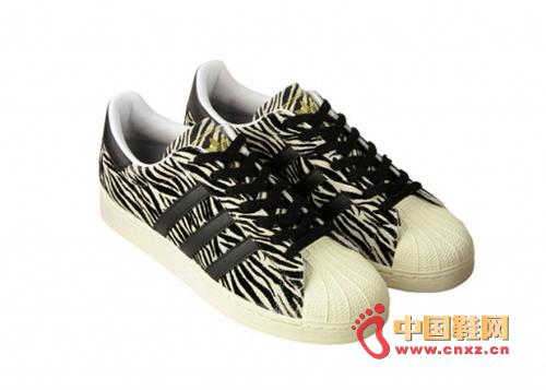 推出动物配色系列鞋款
