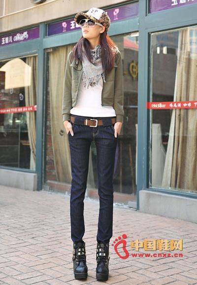 牛仔裤与鞋子的不同搭配