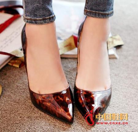 女人屄特点_2013春夏尖头高跟鞋 仅售78元