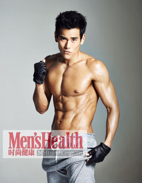 与他的健身教练为肌肉&