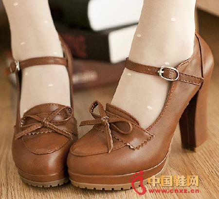 3月20日讯,春天来了,街拍达人们都换上了春装,当然鞋子也要换季了!