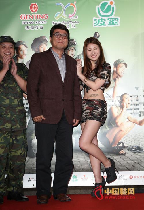 高跟鞋 鸡排/中国鞋网4月12日讯,在新加坡创5亿台币票房的《新兵正传》,...